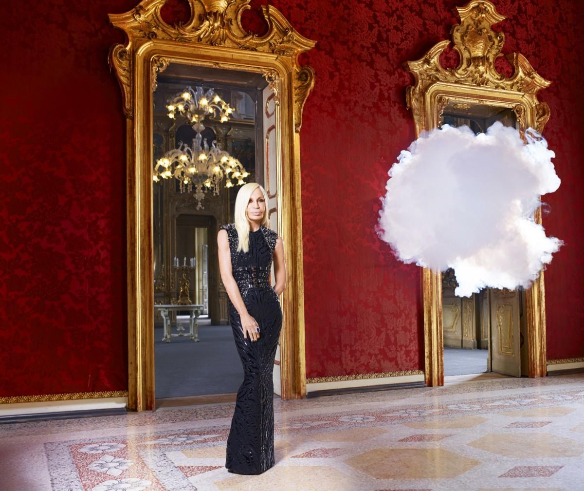 3-Berndnaut-Smilde-The-In-Cloud-Donatella-Versace-2013-Courtesy-the-artist-Harper's-Bazaar-and-Ronchini-Gallery.-Photo-credit-Simon-Procter-.-1200x1008
