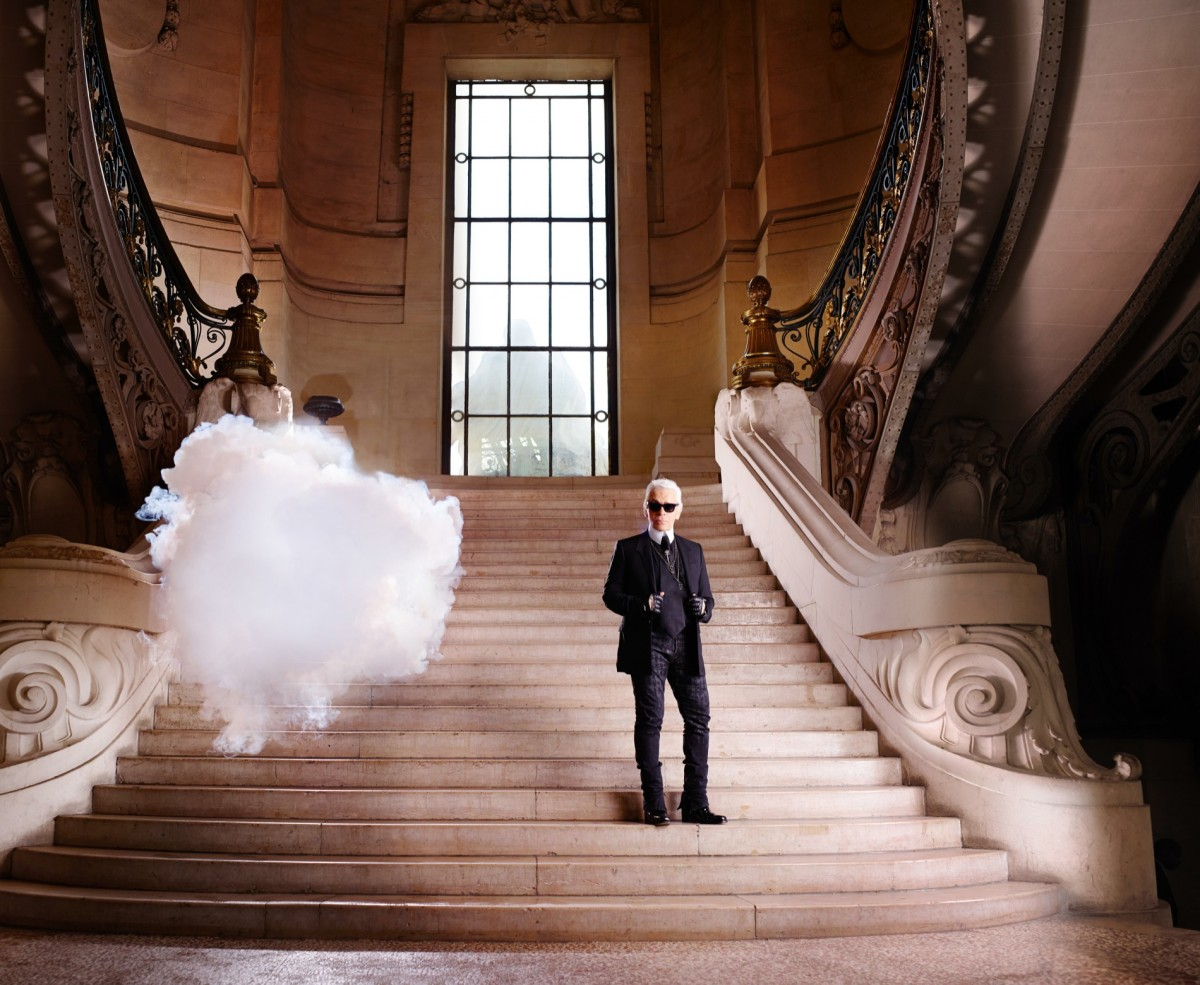 4-Berndnaut-Smilde-The-In-Cloud-Karl-Lagerfeld-2013-Courtesy-the-artist-Harper's-Bazaar-and-Ronchini-Gallery.-Photo-credit-Simon-Procter-.-1200x985