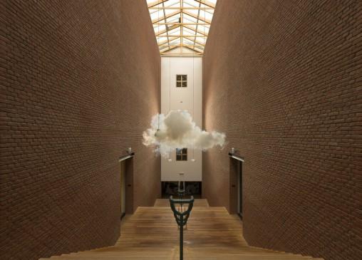 Wolken-Performance von Berndnaut Smilde