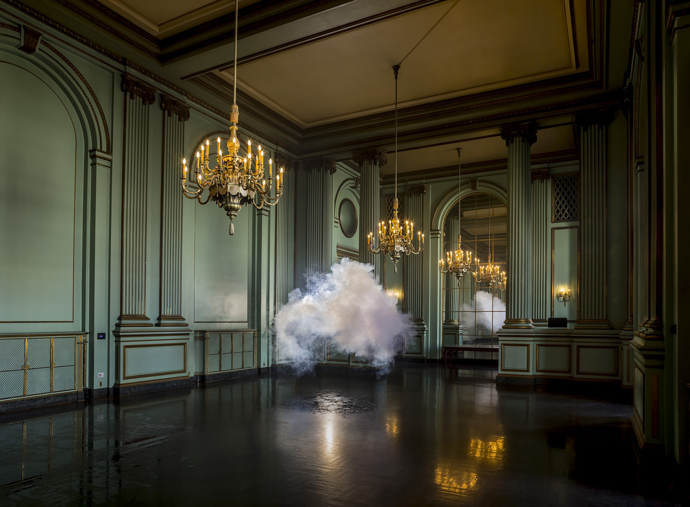Berndnaut-Smilde-Nimbus-Green-Room_2013_courtesy-the-artist-and-Ronchini-Gallery