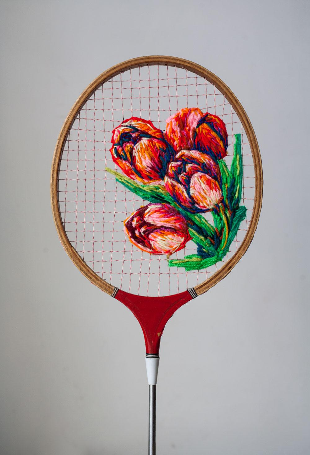 Schöne Blumenstickerei von Danielle Clough