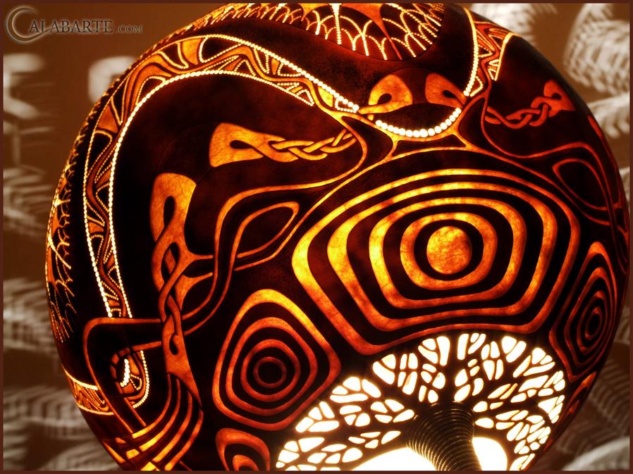 Designer Tischlampen aus Kürbisschalen von Calabarte