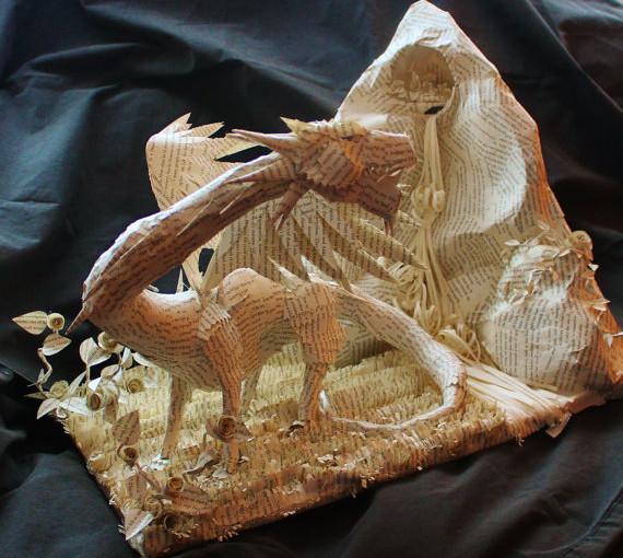 Skulpturen aus Buchseiten von Jodi Harvey-Brown