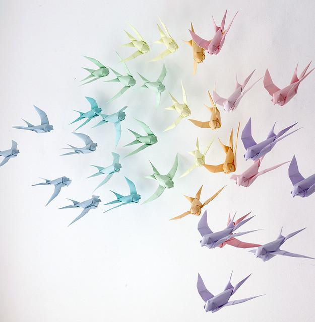 Bunte Vögel aus Papier