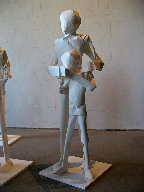 Wunderbare Origami-Kunstwerke von Sipho Mabona_zwei Menschen
