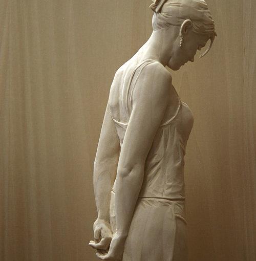 Realistische Holzskulpturen von Peter Demetz