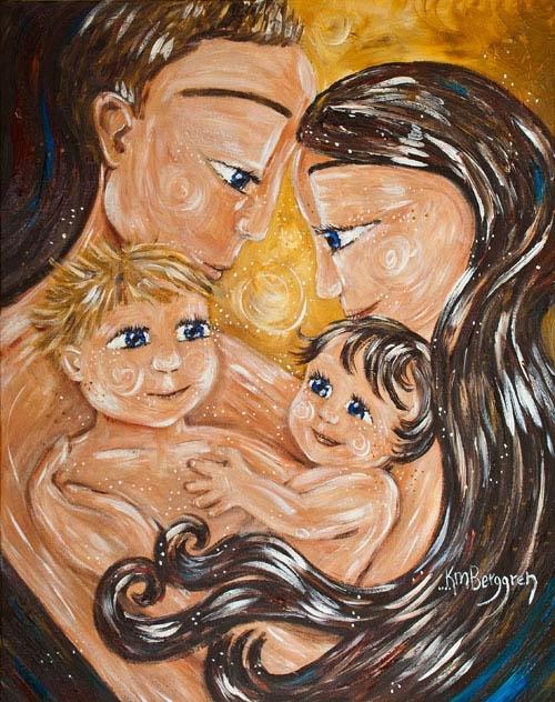 Eltern mit zwei Kindern auf Arm