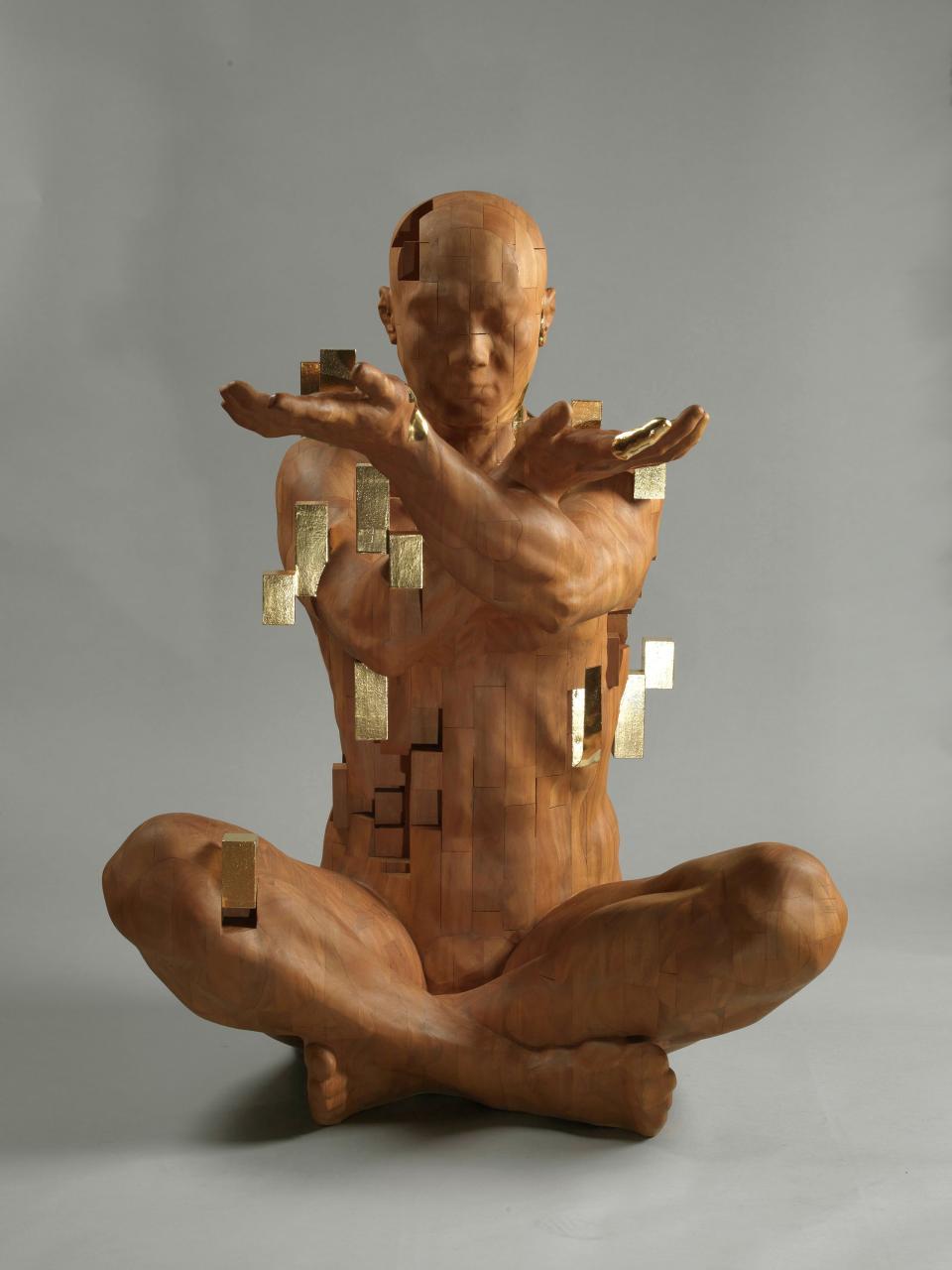 Pixelations - imposante Holzskulpturen von Hsu Tung Han