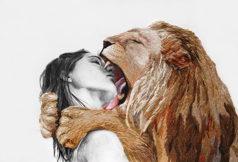 Frau und Löwe