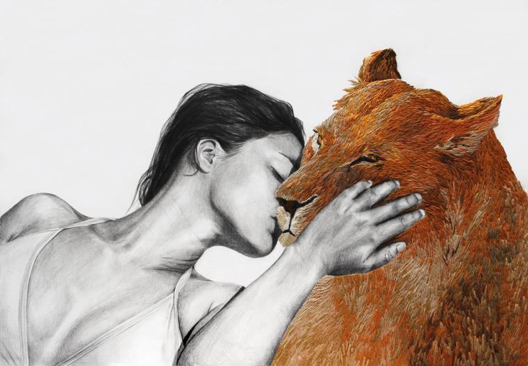 Frau und Löwin